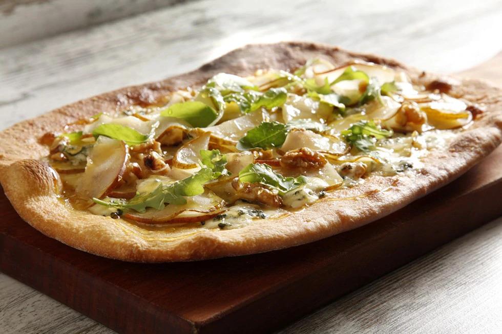 Pizza con Pere williams, zola e noci